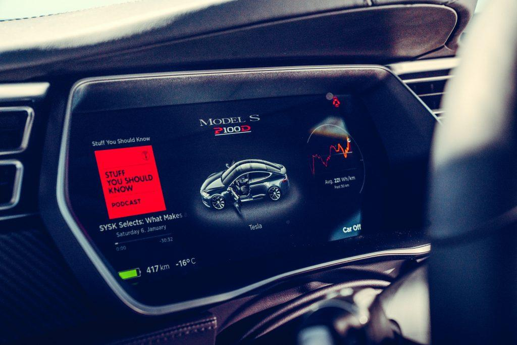 Tesla Model S P100D vs Nissan GT-R