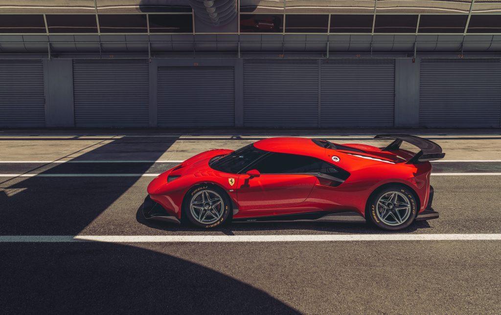 Ferrari P80/C pitstraat